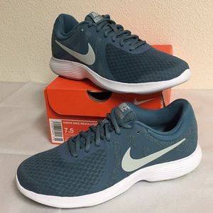NIKE REVOLUTION 4 (7.5) WOMENS SHOES